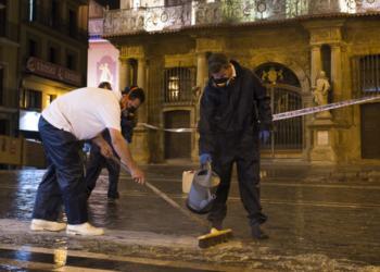 Noche de antideslizante en Pamplona en la víspera de San Fermín